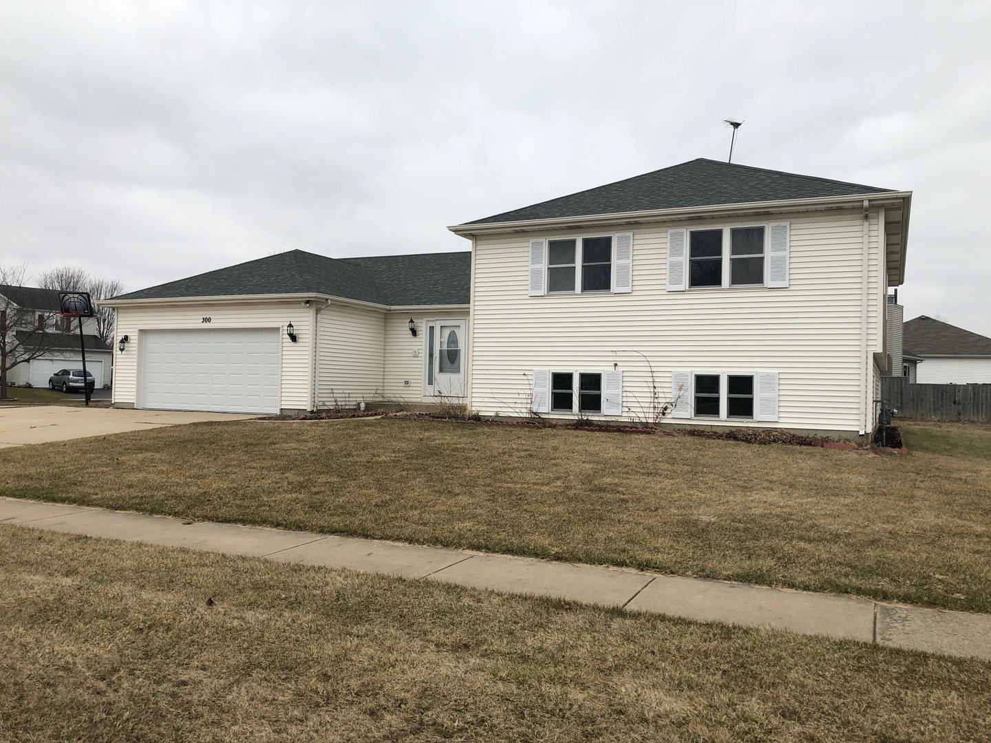 Photo for 300 Clover Chase Circle, Woodstock, IL 60098 (MLS # 10669889)