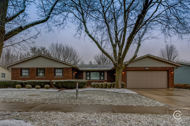 Photo for 653 Emmert Drive, Sycamore, IL 60178 (MLS # 10670191)
