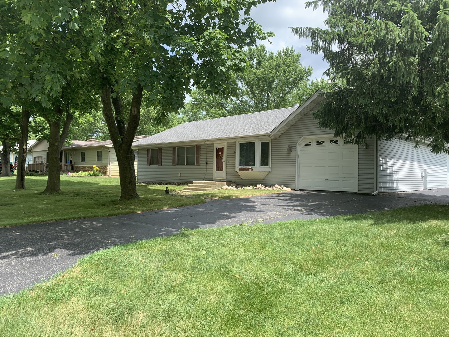 Photo for 2S363 Meadow Drive, Batavia, IL 60510 (MLS # 10672559)
