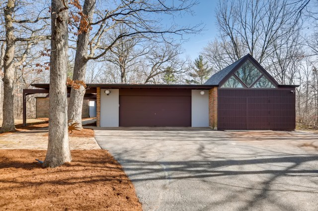 Photo for 67 Timberlake Parkway, Barrington, IL 60010 (MLS # 10673040)