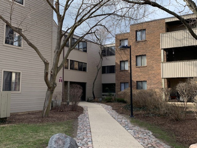 Photo for 1850 W Highland Avenue, Unit Number F-105, Elgin, IL 60123 (MLS # 10677705)