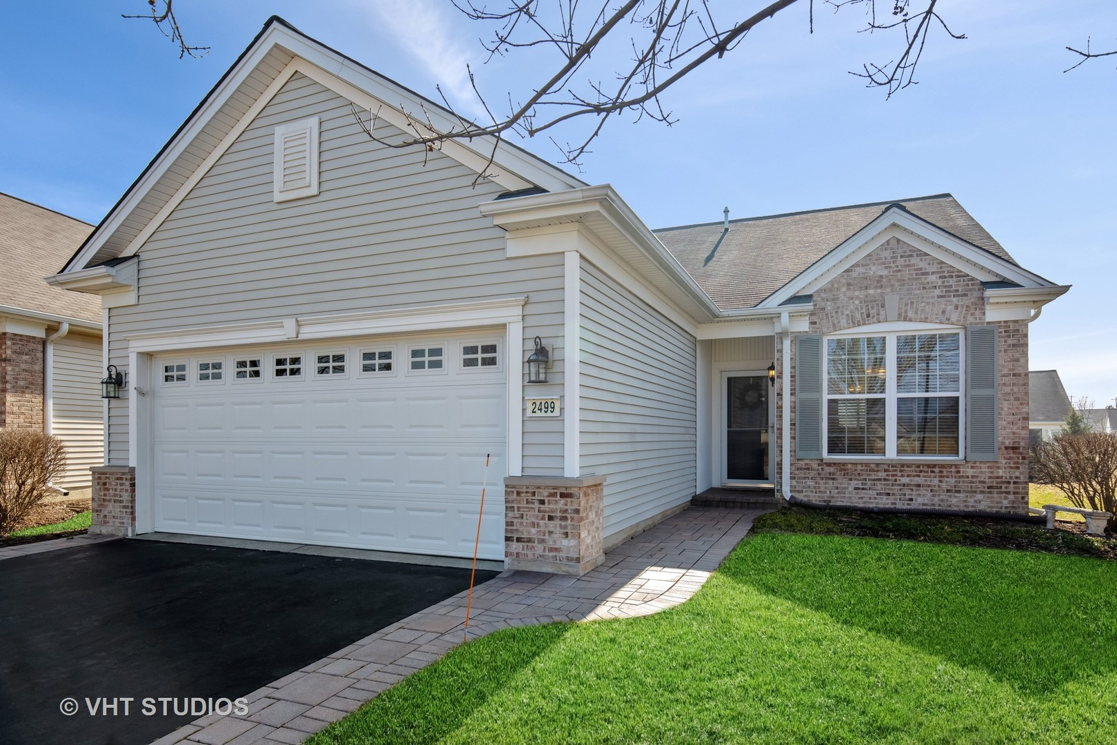 Photo for 2499 Sandlewood Circle, Elgin, IL 60124 (MLS # 10678322)