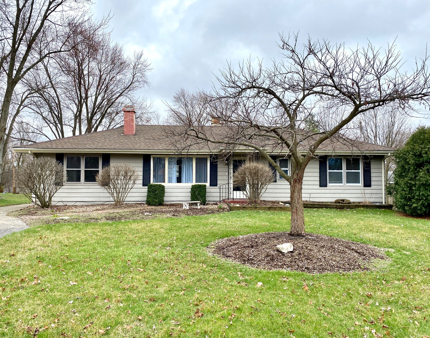 Photo for 824 Midway Drive, Batavia, IL 60510 (MLS # 10681302)