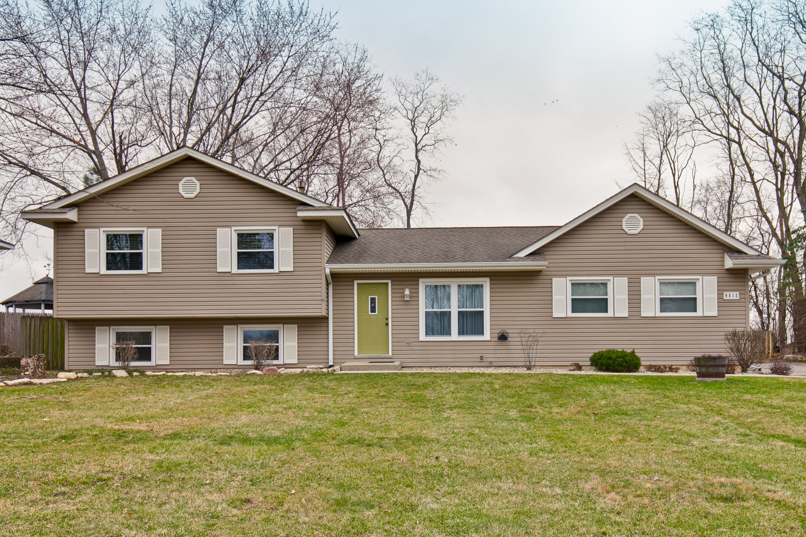 Photo for 9512 3rd Avenue, Cary, IL 60013 (MLS # 10684332)