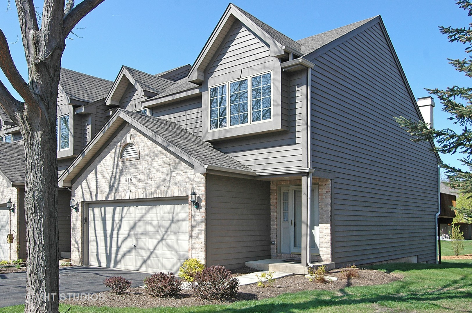Photo for 816 Millcreek Circle, Elgin, IL 60123 (MLS # 10715650)