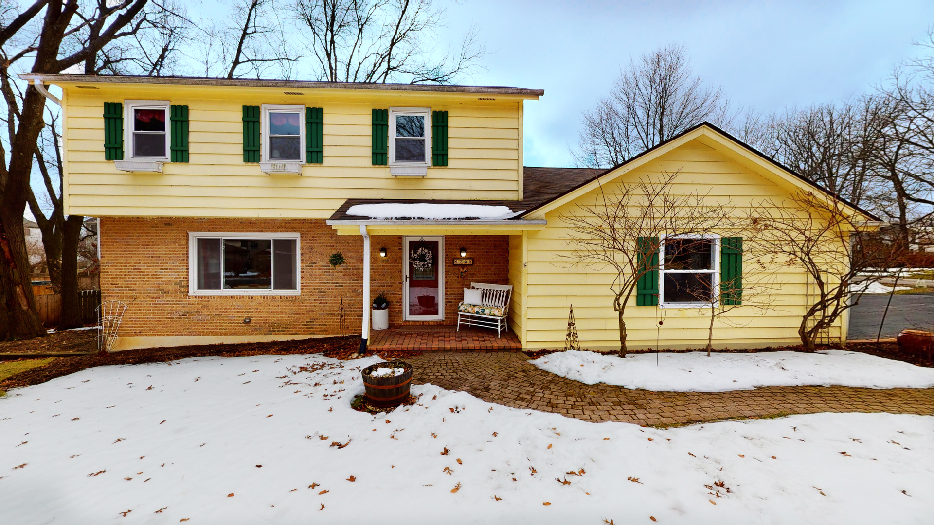 Photo for 6723 Meadow Drive, Crystal Lake, IL 60012 (MLS # 10722379)