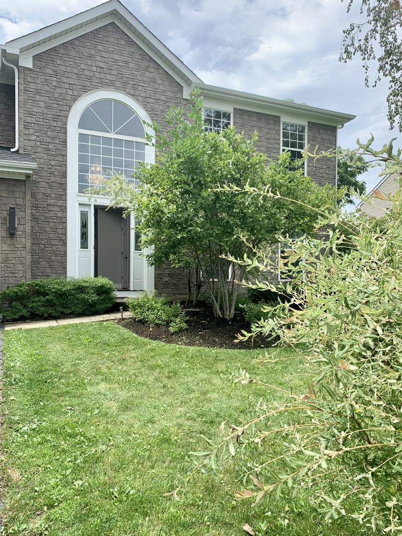 Photo for 10 Georgetown Drive, Cary, IL 60013 (MLS # 10730226)