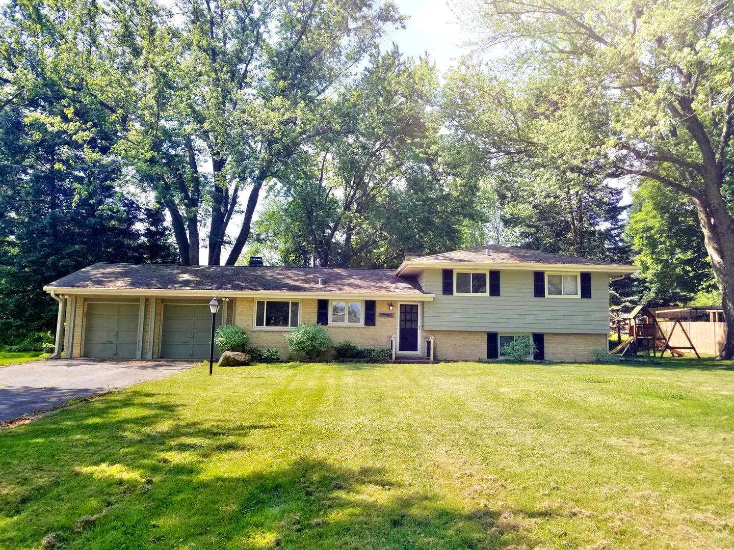 Photo for 35W165 Crescent Drive, Dundee, IL 60118 (MLS # 10754091)