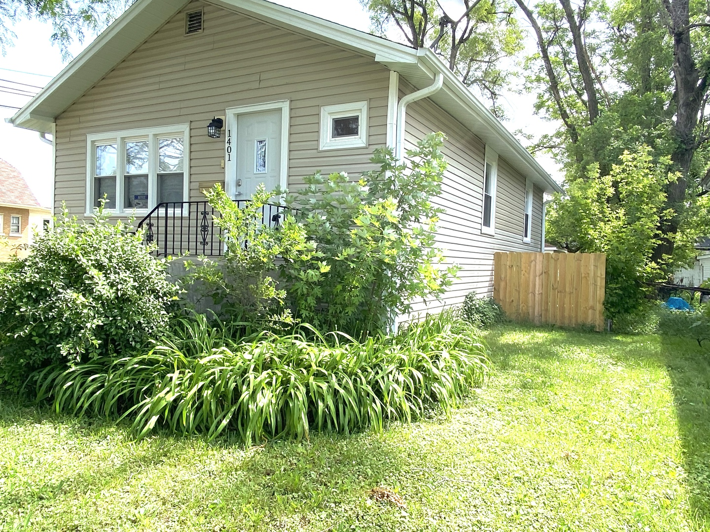 Photo for 1401 S 20th Avenue, Maywood, IL 60153 (MLS # 10763381)