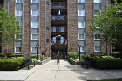 Photo of 825 Pearson Street, Unit Number 3B, Des Plaines, IL 60016 (MLS # 10768203)