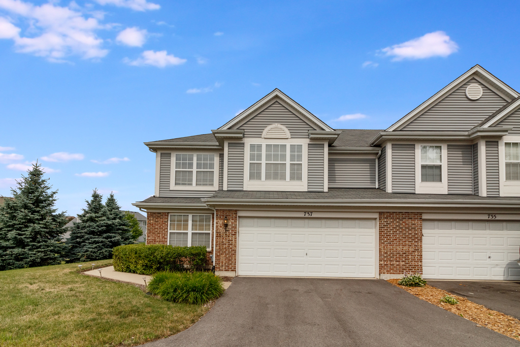 Photo for 737 Lancaster Drive, Pingree Grove, IL 60140 (MLS # 10769332)