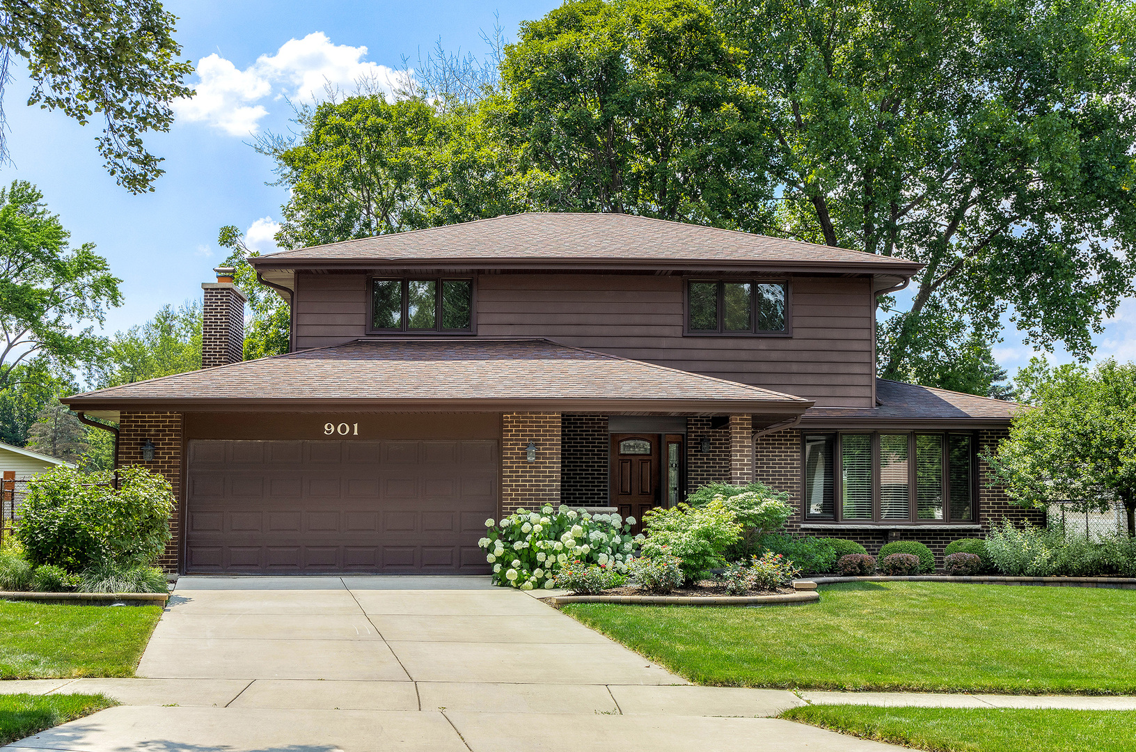 Photo for 901 Lancaster Avenue, Downers Grove, IL 60516 (MLS # 10776279)