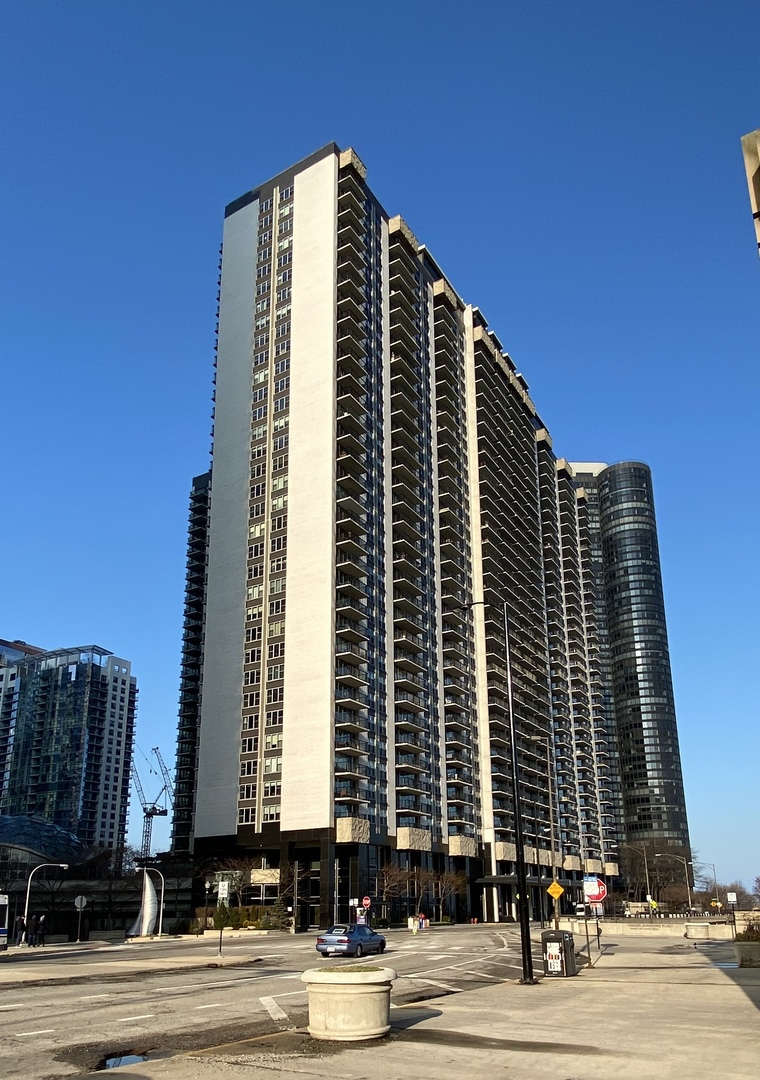 Photo for 400 E Randolph Street, Unit Number 818, Chicago, IL 60601 (MLS # 10794783)