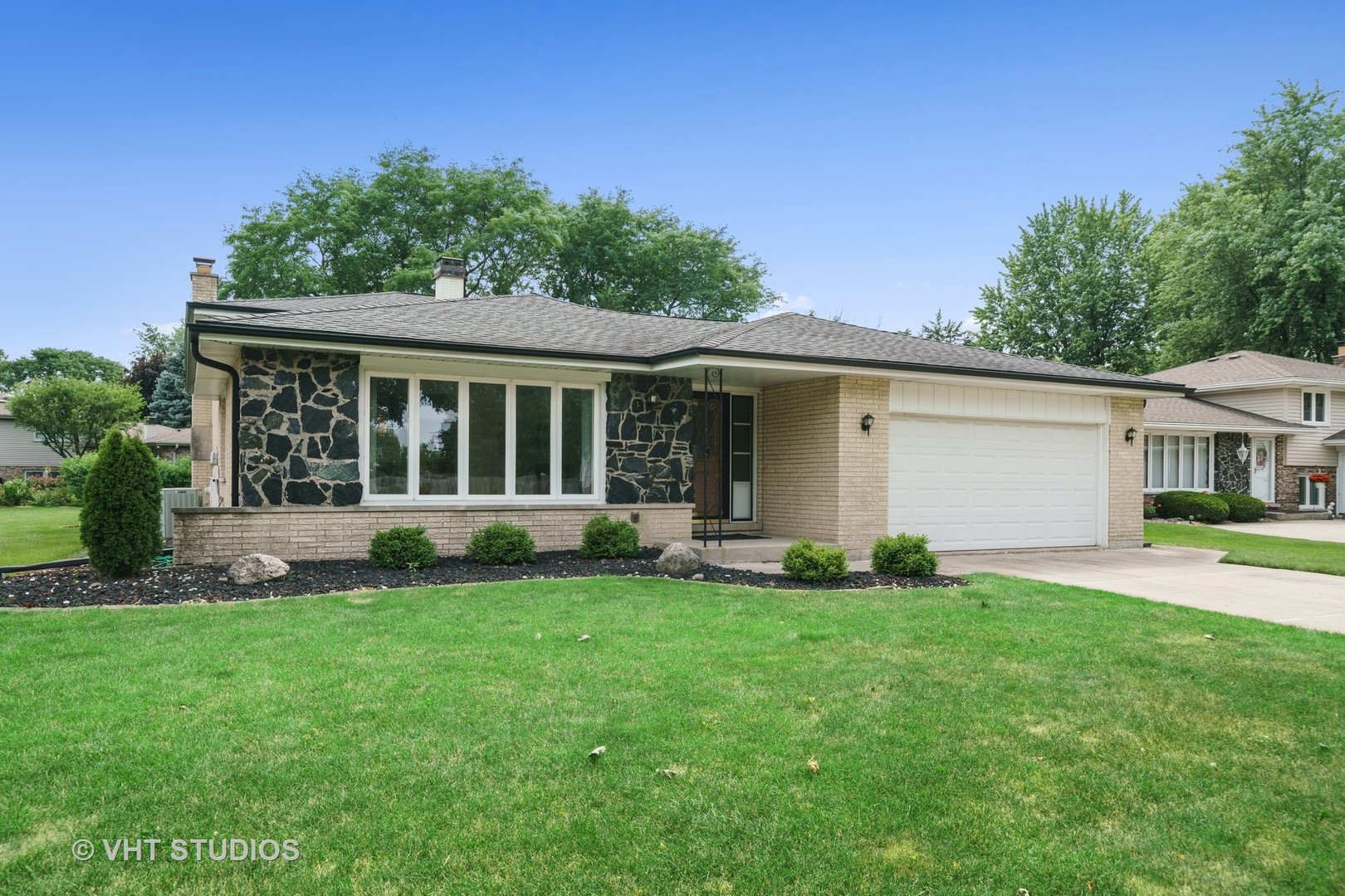 Photo for 413 Claremont Drive, Downers Grove, IL 60516 (MLS # 10801948)
