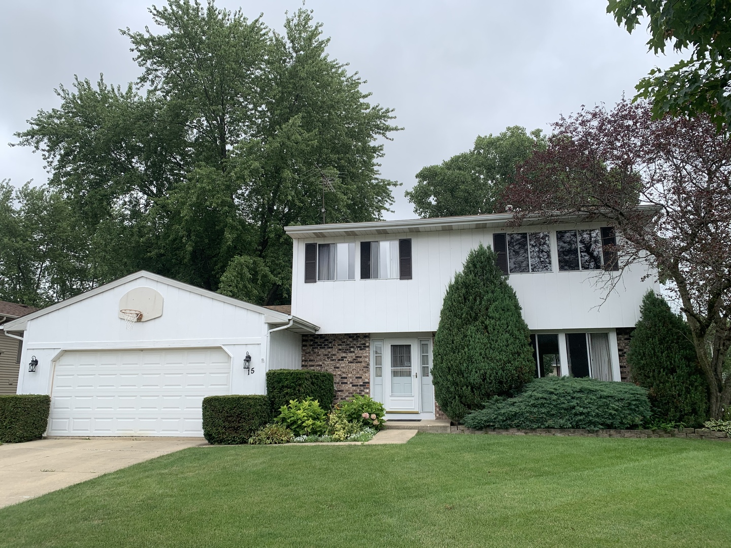 Photo for 15 Wedgewood Drive, South Elgin, IL 60177 (MLS # 10804936)
