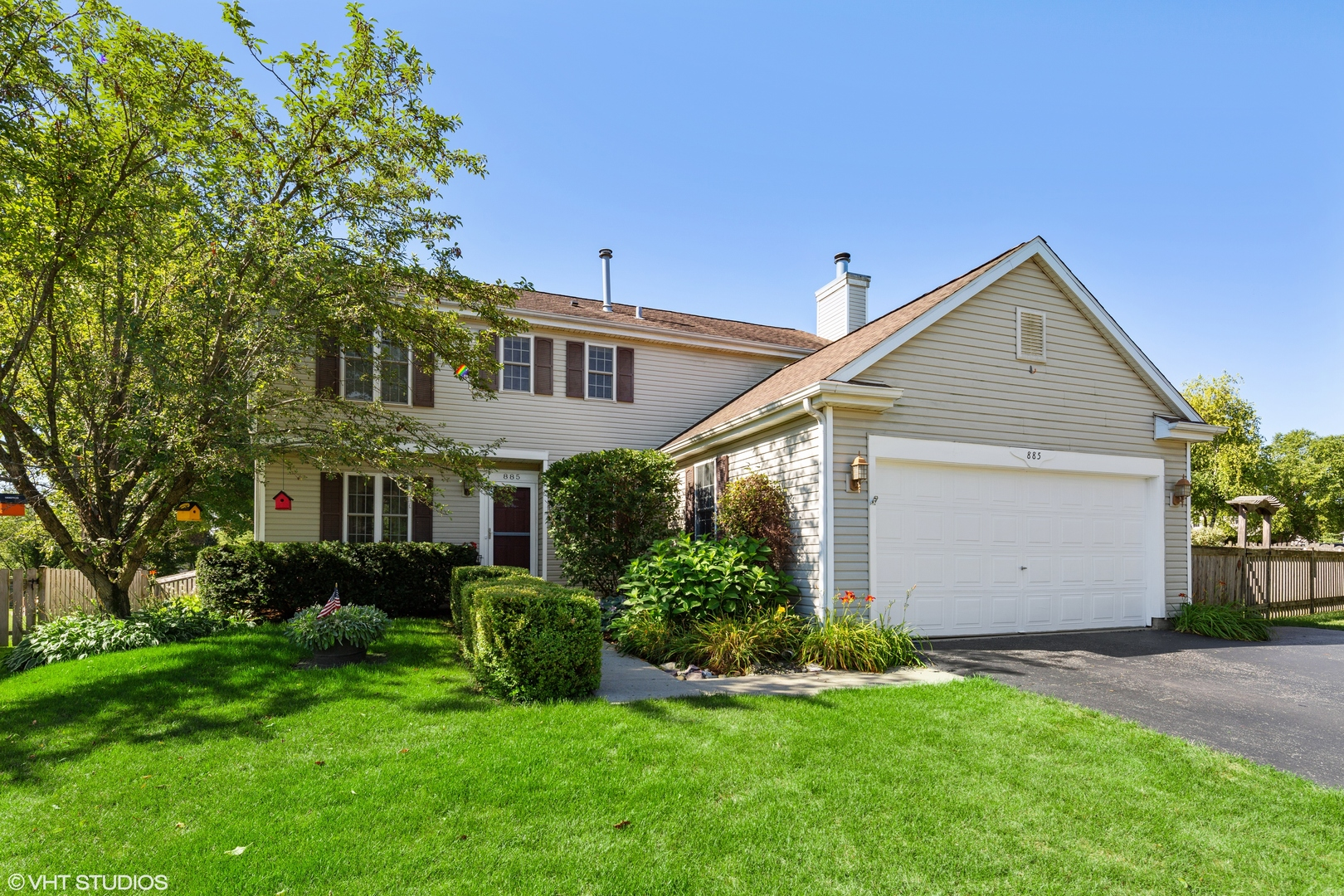 Photo for 885 Royal Glen Drive, Cary, IL 60013 (MLS # 10817763)