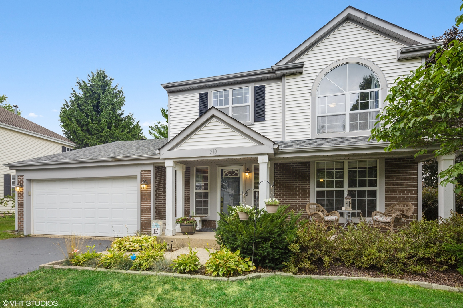 Photo for 710 Royal Glen Drive, Cary, IL 60013 (MLS # 10818249)