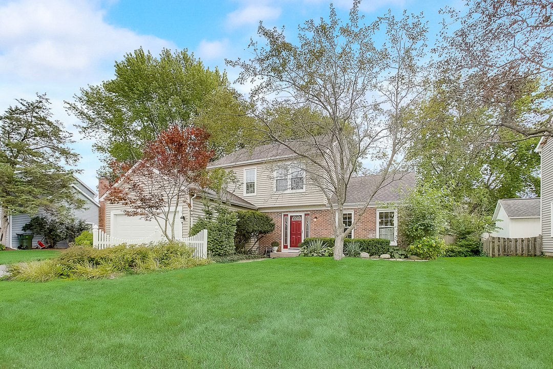 Photo for 305 Candlewood Trail, Cary, IL 60013 (MLS # 10819004)