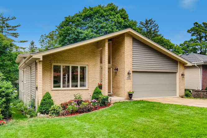 Photo for 3946 Earlston Road, Downers Grove, IL 60515 (MLS # 10828512)