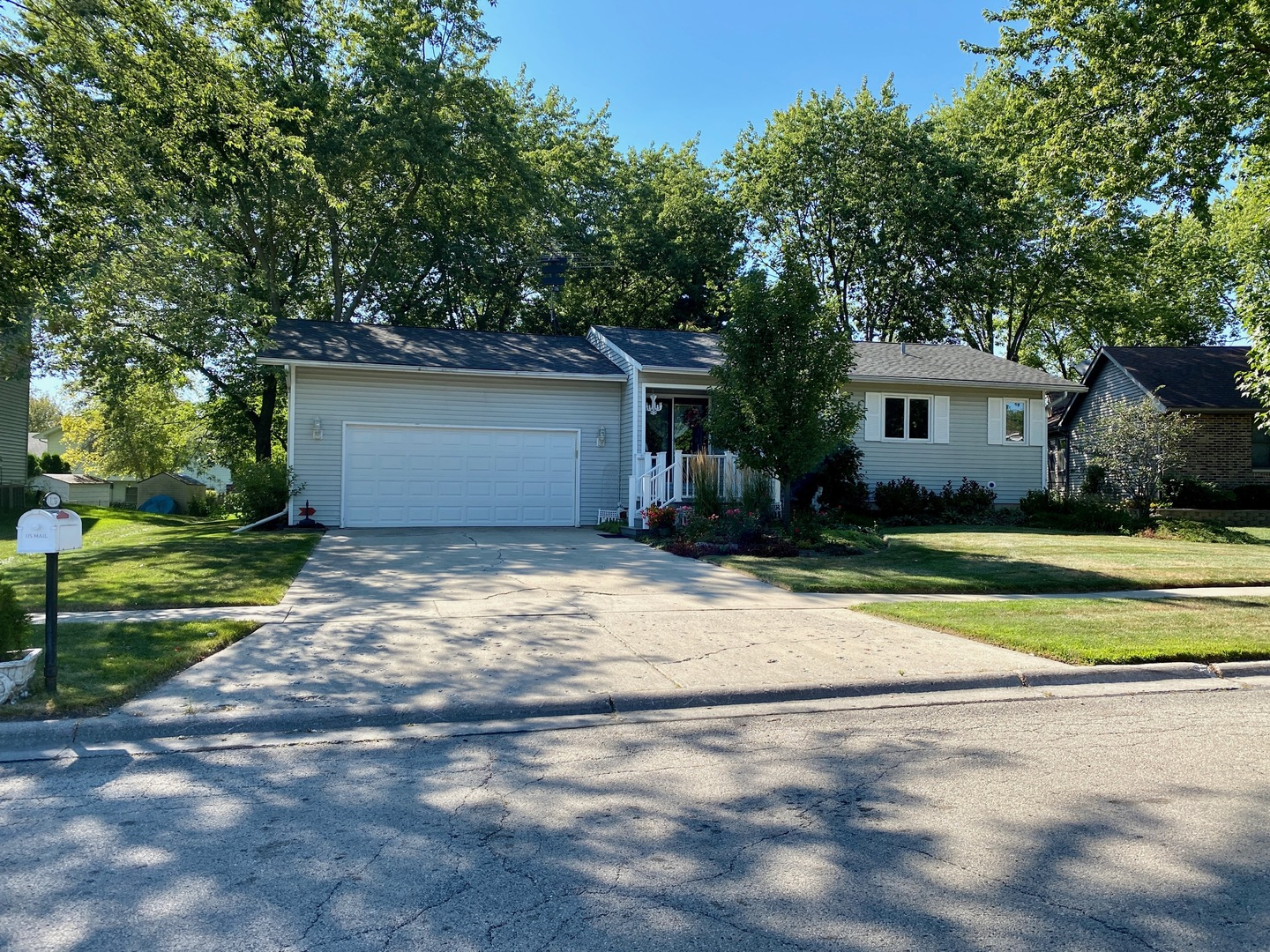 Photo for 1210 Portage Lane, Woodstock, IL 60098 (MLS # 10836269)