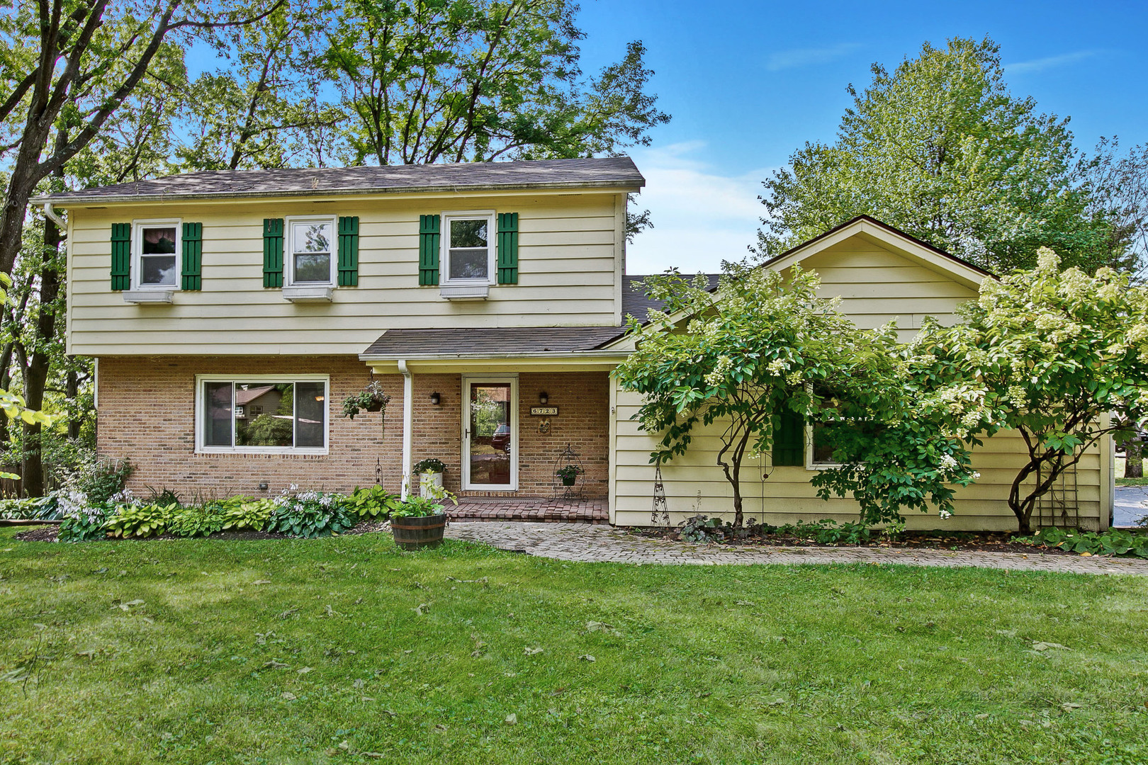 Photo for 6723 Meadow Drive, Crystal Lake, IL 60012 (MLS # 10839710)