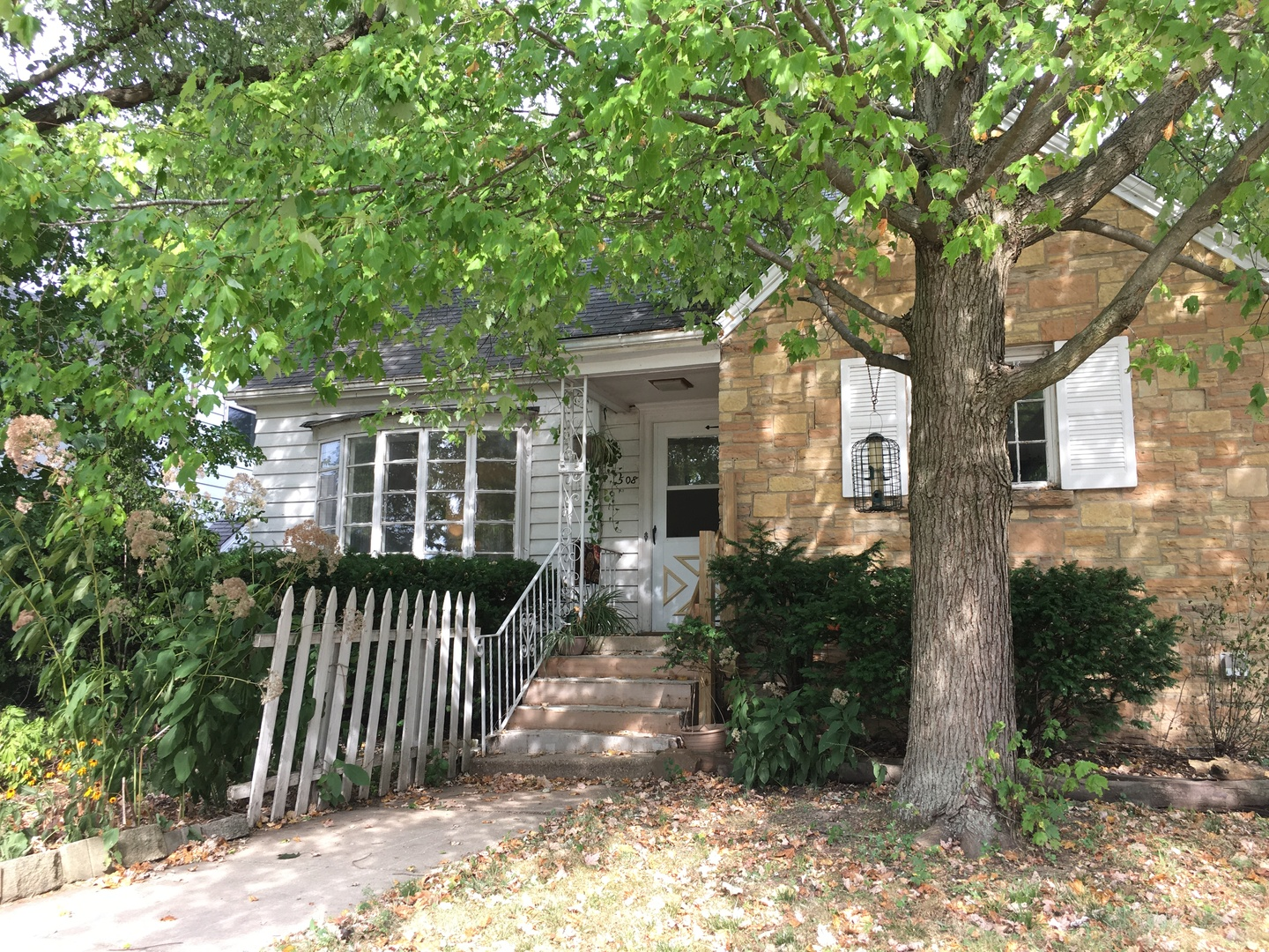 Photo for 508 Center Cross Street, Sycamore, IL 60178 (MLS # 10841670)