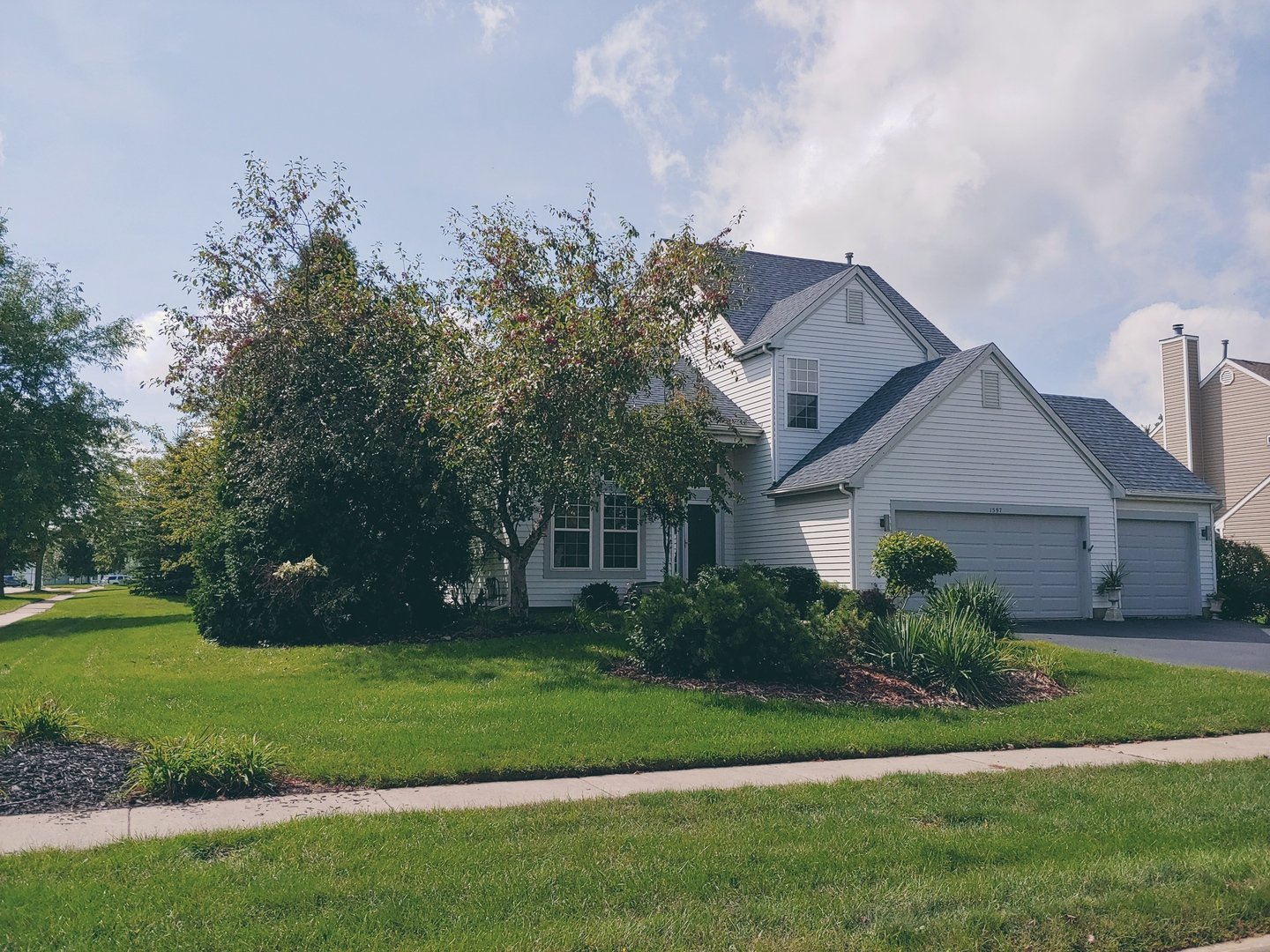 Photo for 1597 Autumncrest Drive, Crystal Lake, IL 60014 (MLS # 10844505)