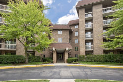 Photo of 1220 Rudolph Road, Unit Number 5-E, Northbrook, IL 60062 (MLS # 10854847)