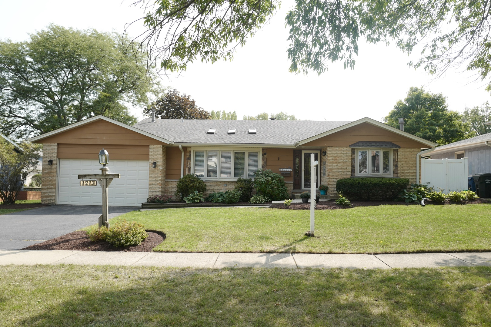 Photo for 1213 60th Place, Downers Grove, IL 60516 (MLS # 10858498)