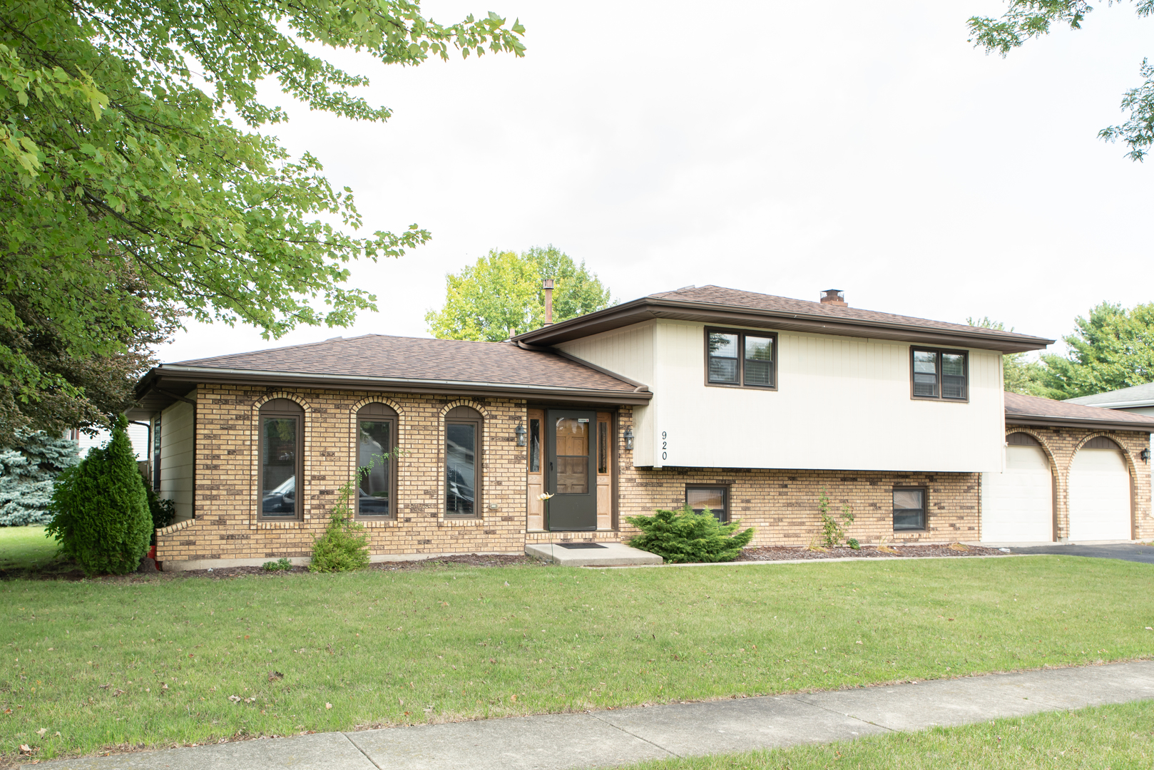 Photo for 920 Rainbow Terrace, South Elgin, IL 60177 (MLS # 10861773)