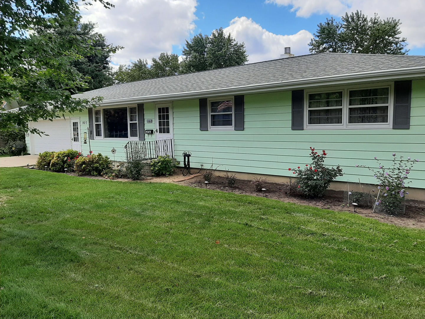 Photo for 927 Birchwood Drive, Sycamore, IL 60178 (MLS # 10863731)