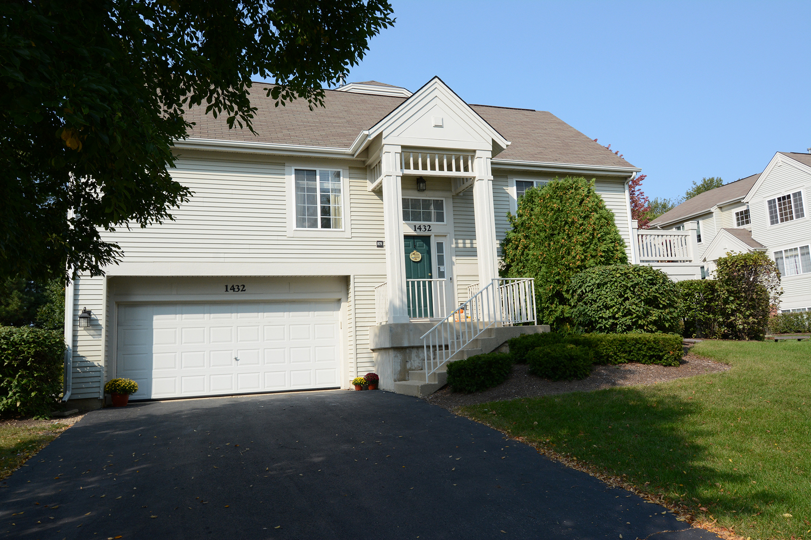 Photo for 1432 New Haven Drive, Cary, IL 60013 (MLS # 10879215)
