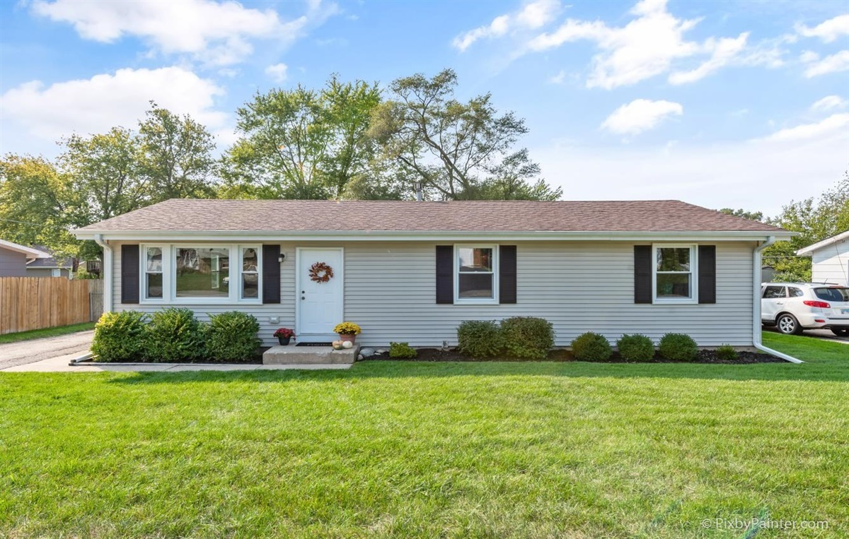 Photo for 6717 Hunters Path, Cary, IL 60013 (MLS # 10881407)