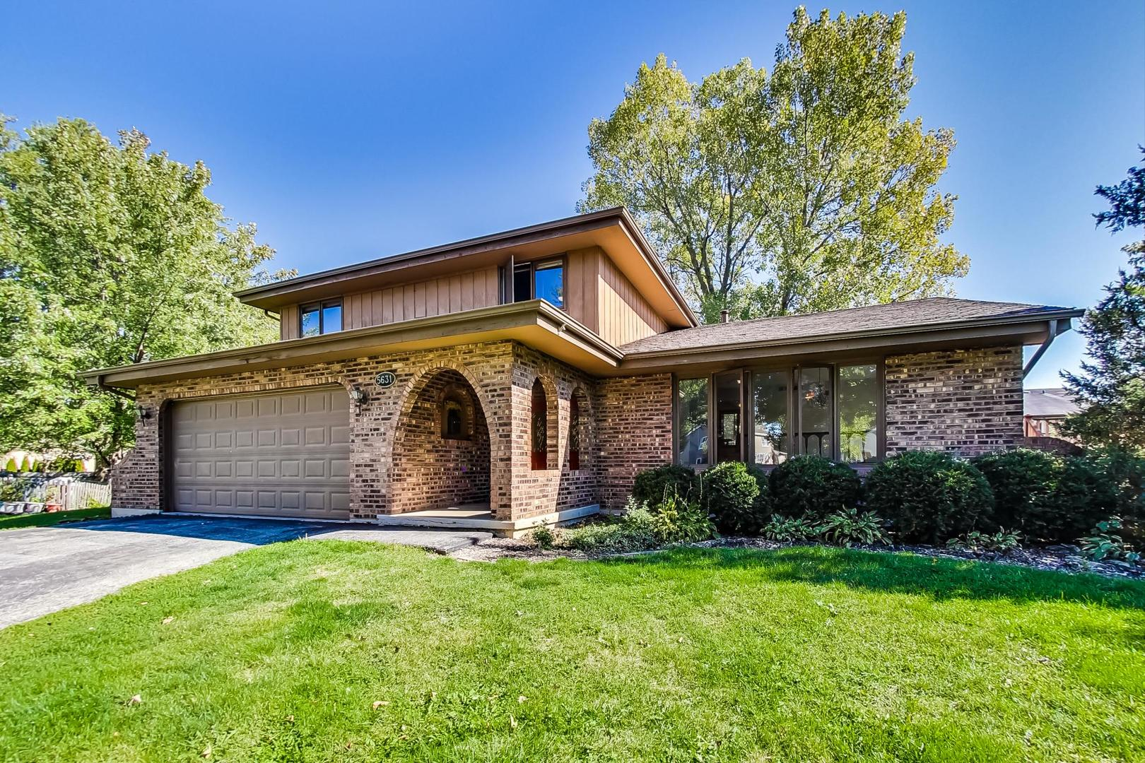 Photo for 5631 Harmarc Place, Downers Grove, IL 60516 (MLS # 10882239)