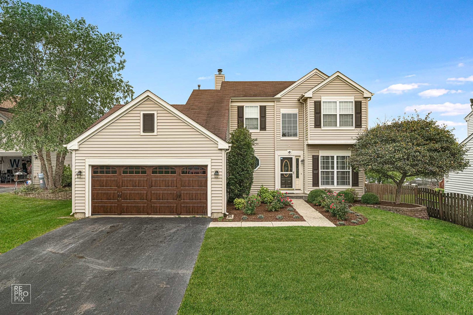 Photo for 6 Elizabeth Court, Lake In The Hills, IL 60156 (MLS # 10885511)