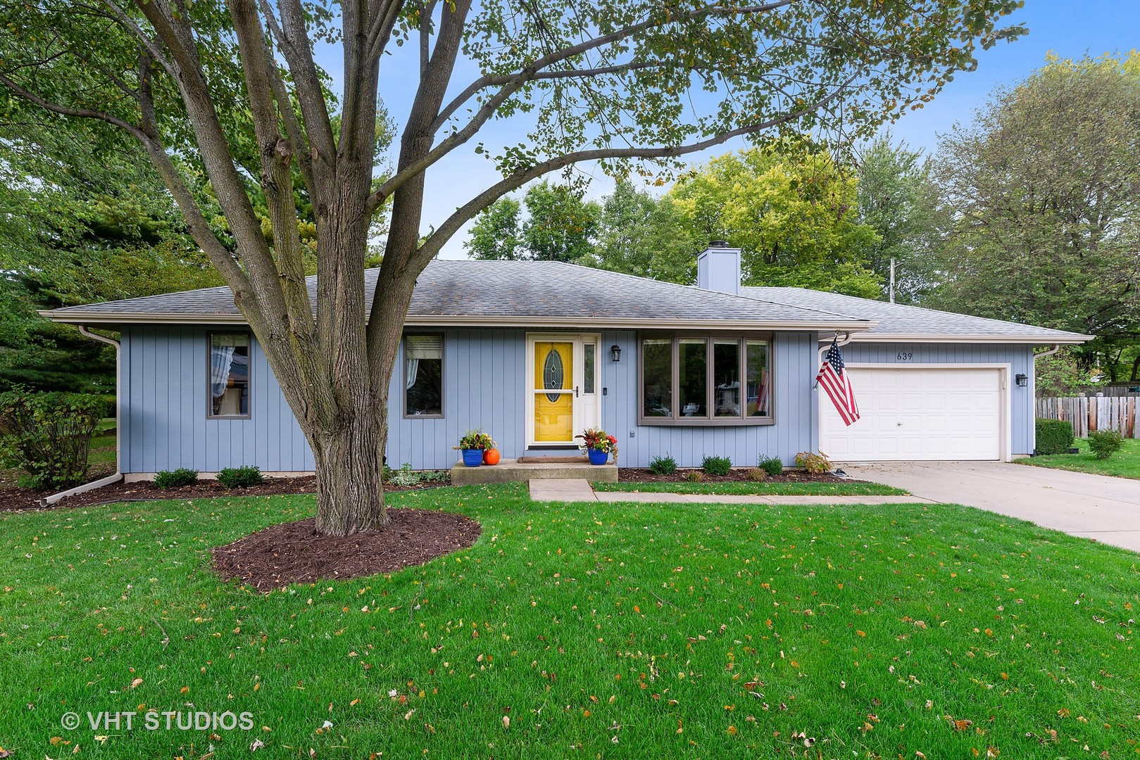 Photo for 639 Kramer Court, Batavia, IL 60510 (MLS # 10886411)