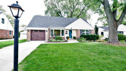 Photo of 19 Indian Drive, Clarendon Hills, IL 60514 (MLS # 10887120)
