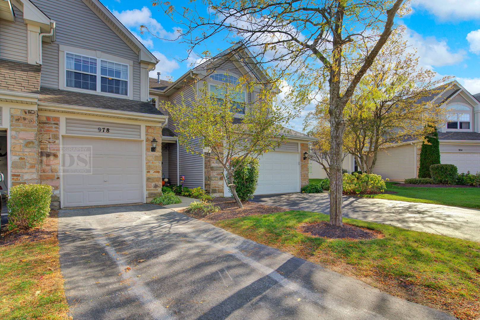 Photo for 978 Mesa Drive, Lake In The Hills, IL 60156 (MLS # 10896371)