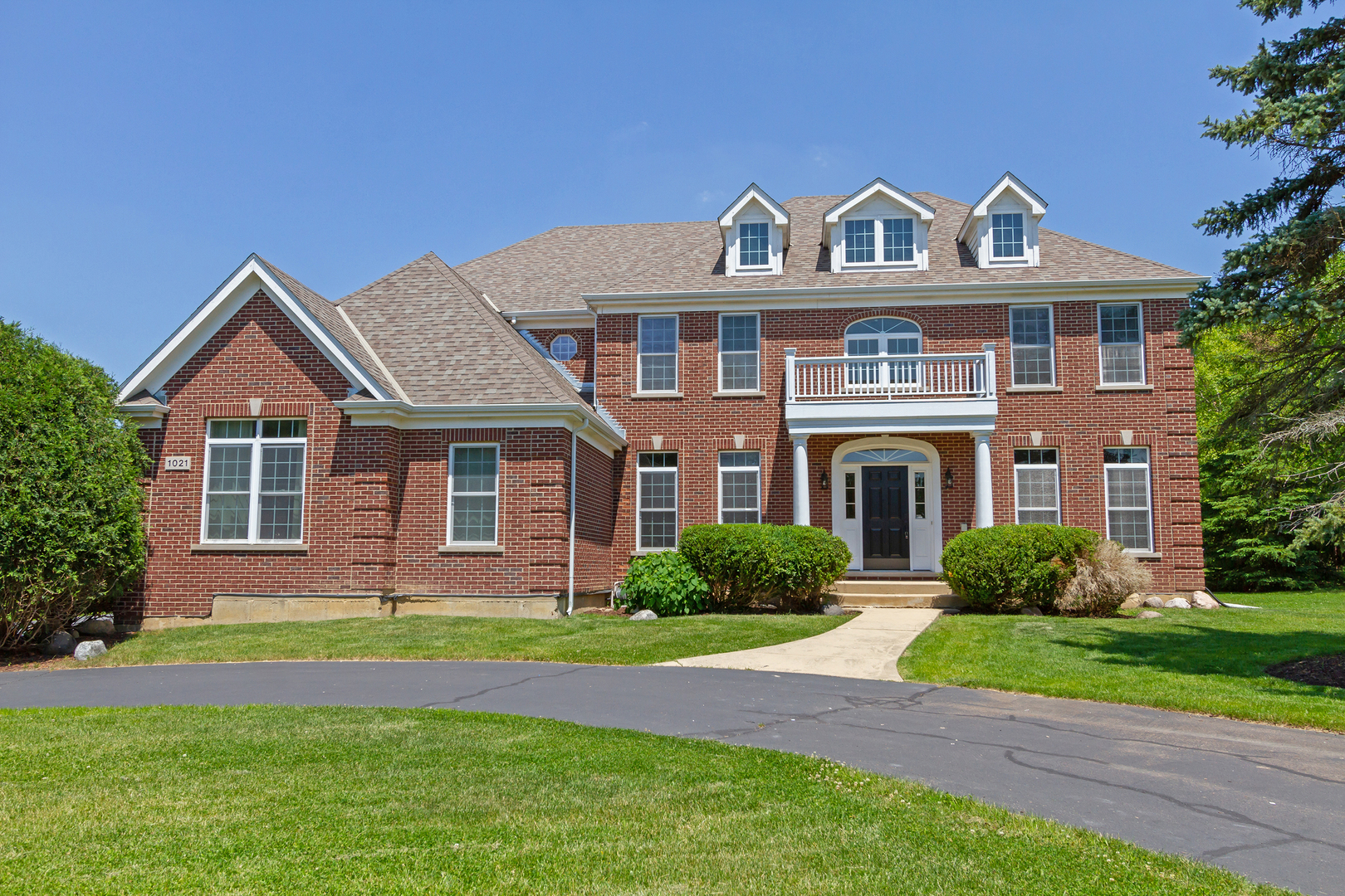 Photo for 1021 Mason Lane, Lake In The Hills, IL 60156 (MLS # 10902922)