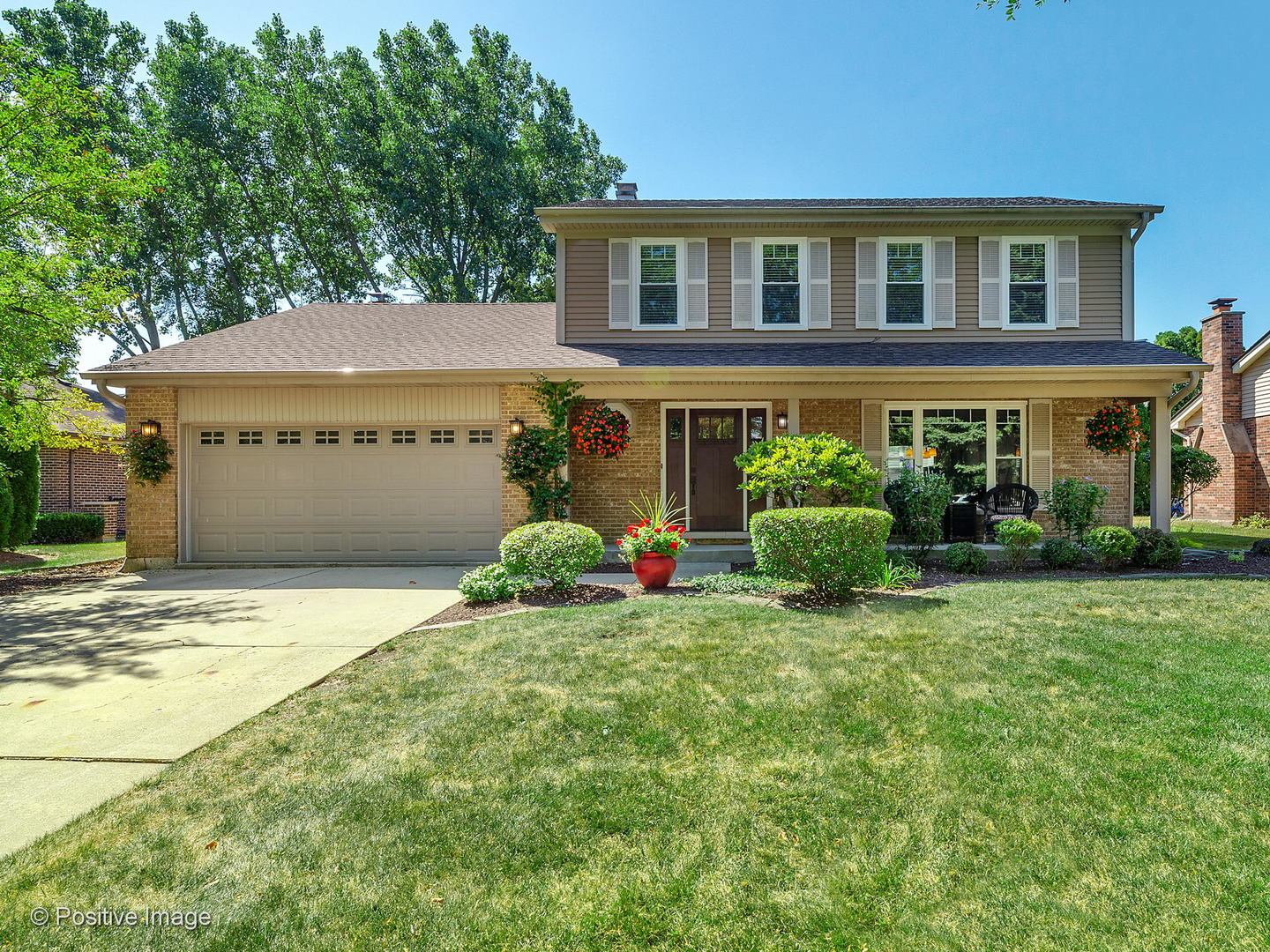 Photo for 20W437 Westminster Drive, Downers Grove, IL 60516 (MLS # 10903587)