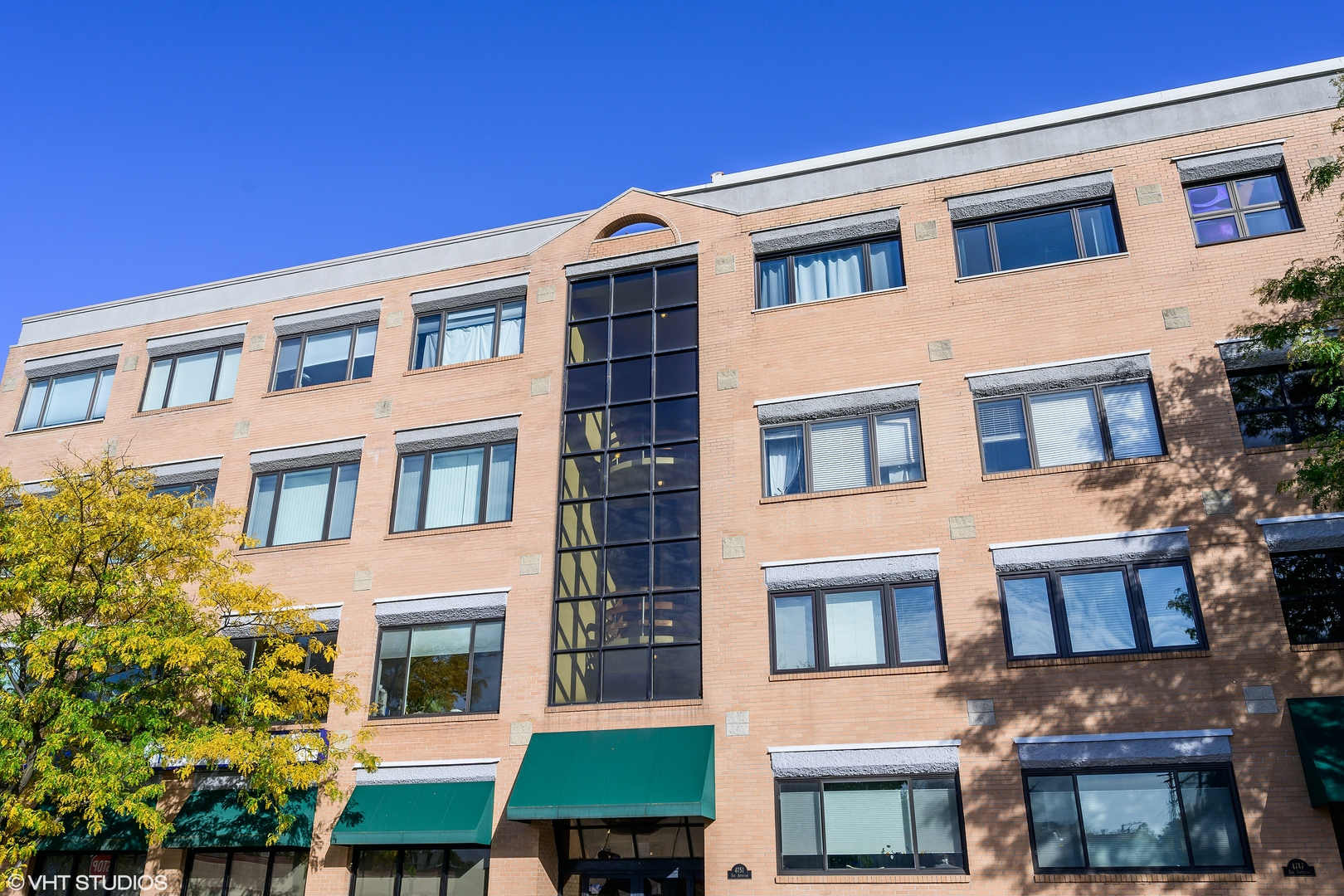 Photo for 4751 N Artesian Avenue, Unit Number 302, Chicago, IL 60625 (MLS # 10903804)