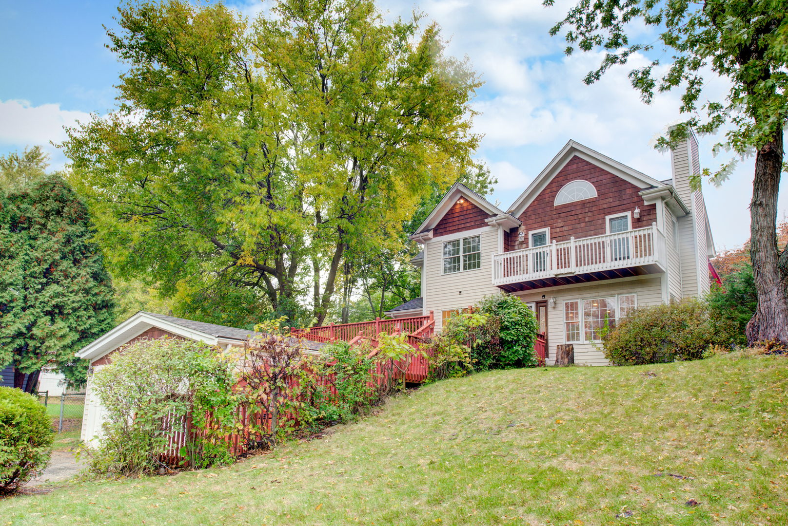 Photo for 1001 Burr Street, Lake In The Hills, IL 60156 (MLS # 10907071)