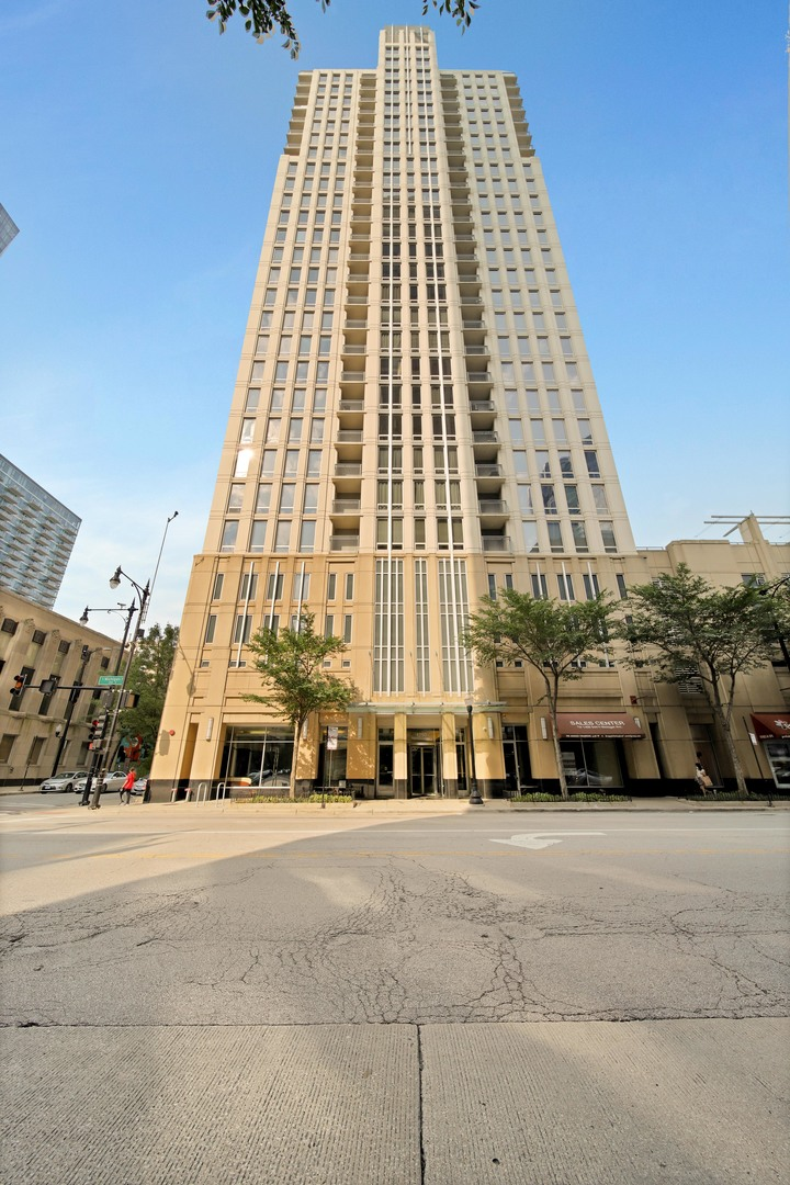Photo for 1250 S Michigan Avenue, Unit Number 1001, Chicago, IL 60605 (MLS # 10909978)