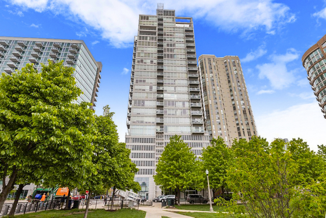 Photo for 653 N Kingsbury Street, Unit Number 706, Chicago, IL 60654 (MLS # 10910101)