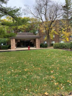 Photo of 1500 Robin Circle, Unit Number 204, Hoffman Estates, IL 60169 (MLS # 10910112)
