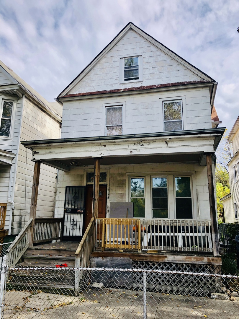 Photo for 7035 S Parnell Avenue, Chicago, IL 60621 (MLS # 10910143)