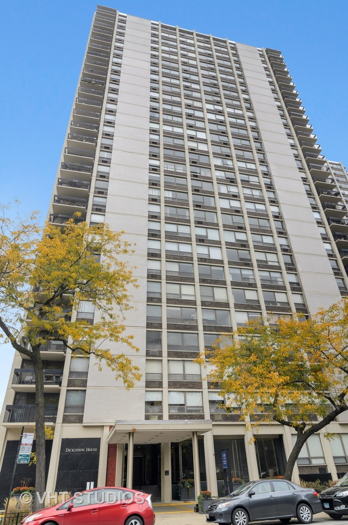 Photo for 1355 N Sandburg Terrace, Unit Number 2906, Chicago, IL 60610 (MLS # 10910248)