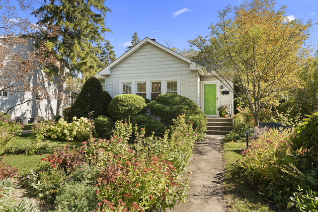 Photo for 4615 Stanley Avenue, Downers Grove, IL 60515 (MLS # 10912677)
