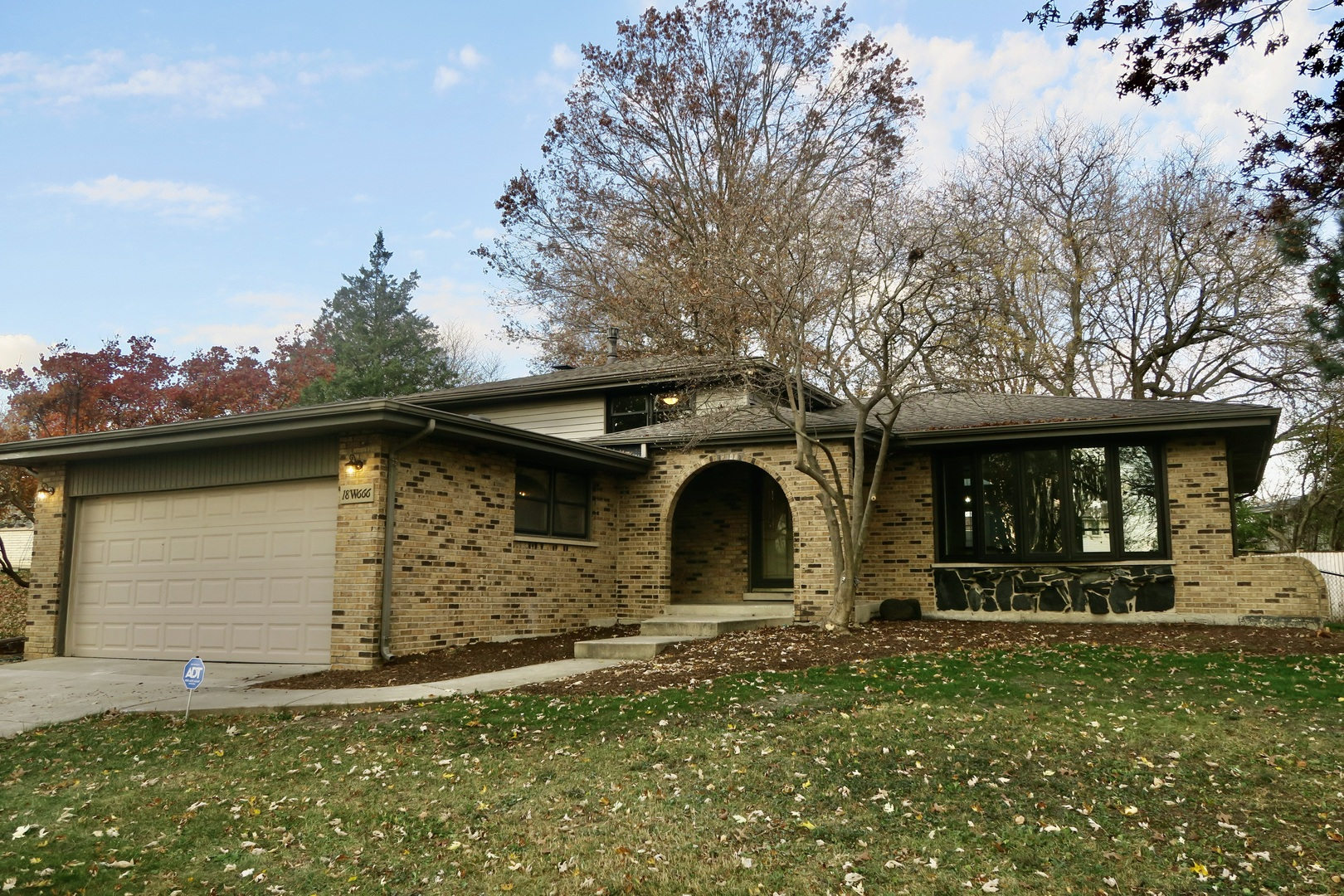 Photo for 18W666 83rd Street, Downers Grove, IL 60516 (MLS # 10929721)
