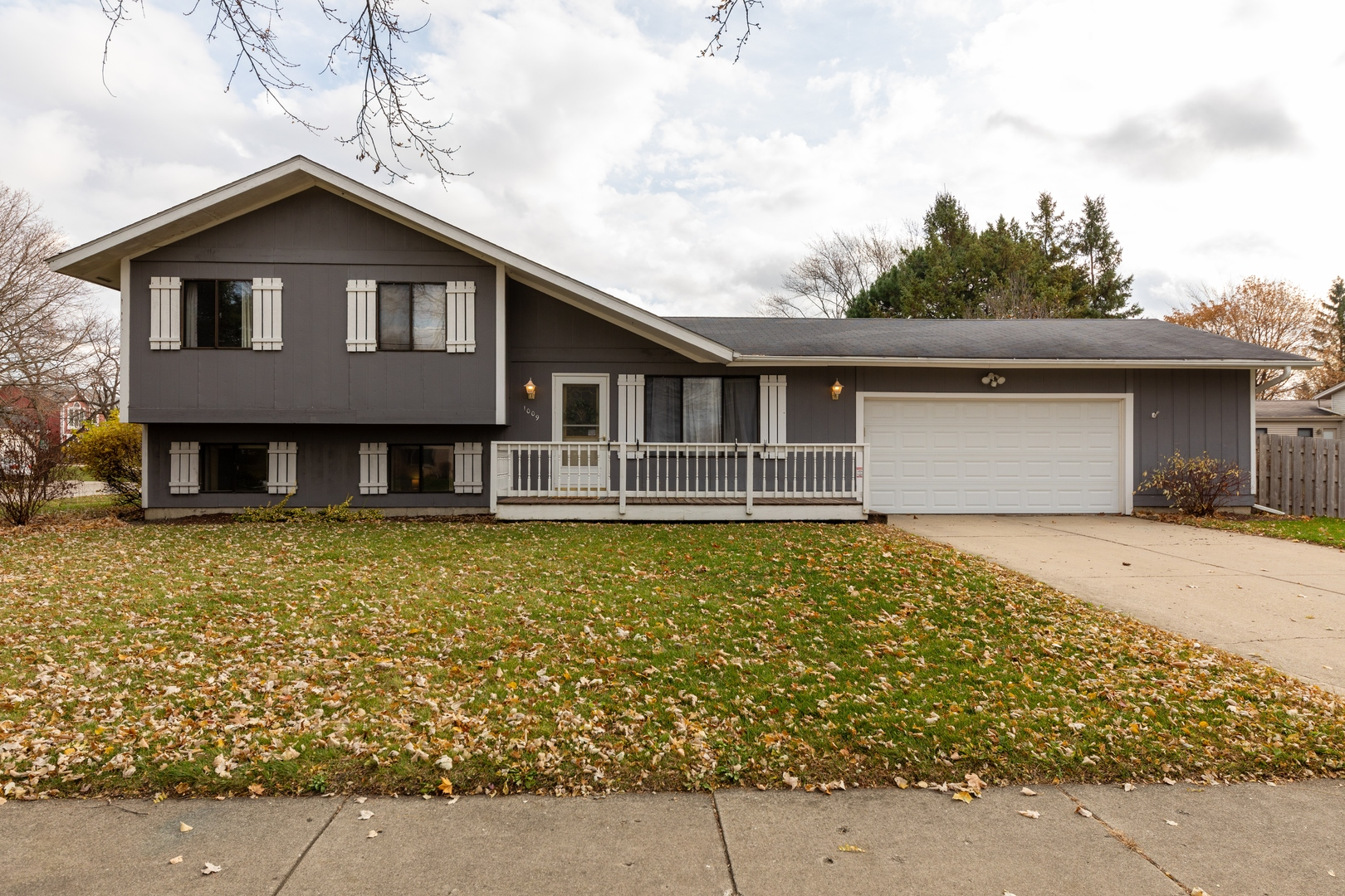 Photo for 1009 Sutton Drive, Crystal Lake, IL 60014 (MLS # 10936408)